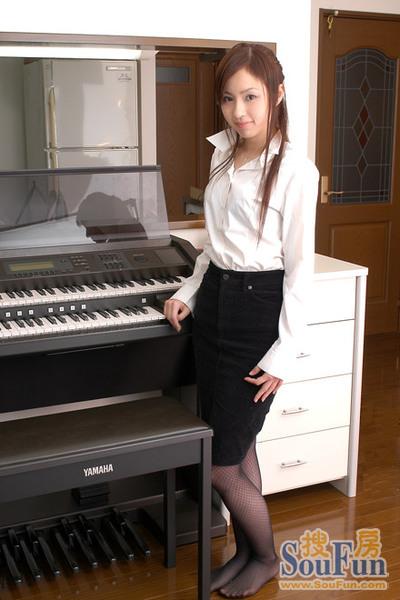 我操了女家教_钢琴女家教