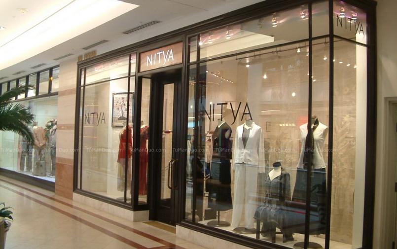 服装店橱窗设计装修图片