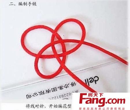 金刚结红绳手链编法并不复杂,准备好两根红绳,按照下文中的红绳