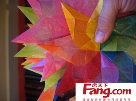 窗花的剪法有很多,下面来看看七彩星星纸窗花的剪法吧.