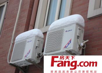 室外机称主机空调制冷(热)四部件:压缩机,冷凝器,毛细管,蒸发器前三件