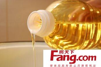食用植物油所含的不饱和脂肪酸比动物油多,因此比动物油更有营养.