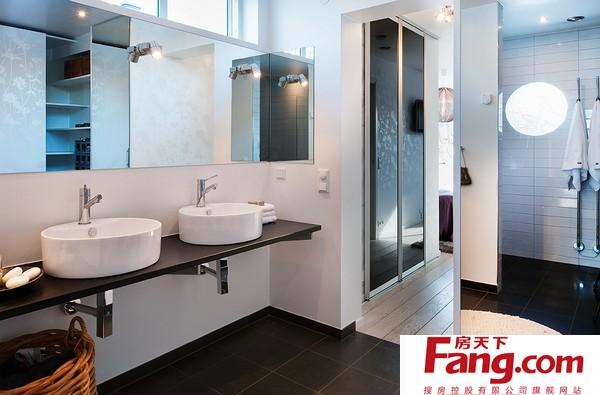 瑞典甜蜜别墅:卧室和浴室设计图片