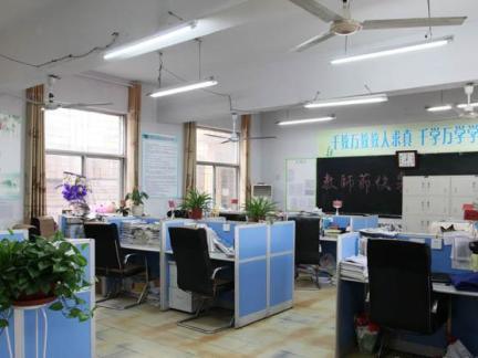 40平米学校办公室设计图