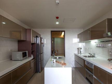 现代家庭厨房室内设计效果图