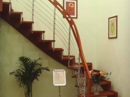 家庭装修捷步楼梯