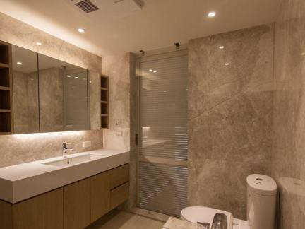 简约现代风格新房卫生间装修效果图片