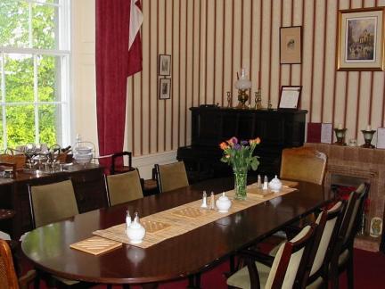 欧式现代实木餐桌餐椅图片