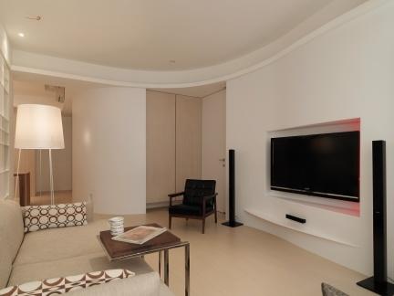 客厅面积15平米,客厅举架4.3米,请问应该怎么装修?做隔层下面2.2米上