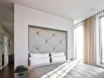 主卧室床头软包背景墙