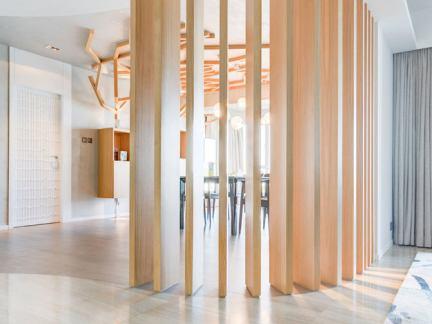室内木质隔断架设计图片