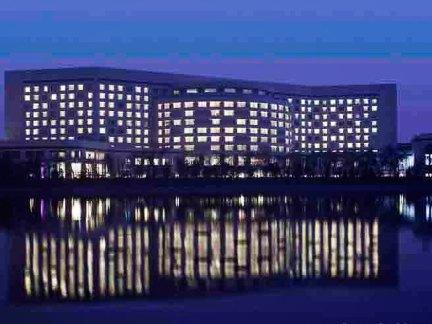 万丽天津宾馆夜景外观图片