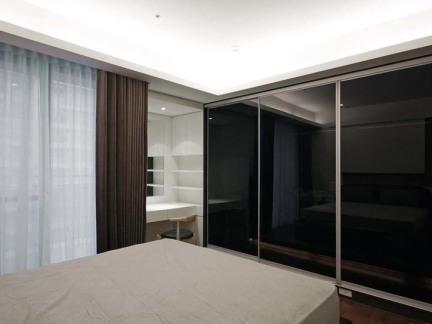 现代卧室德维尔整体衣柜图片