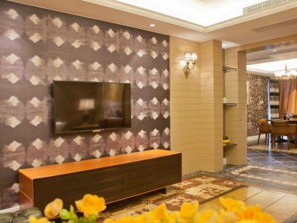 田园风格家居客厅电视背景墙装修设计图片