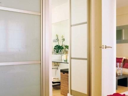 卫生间玻璃平开门效果图