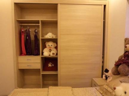 实木卧室推拉门衣柜设计效果图