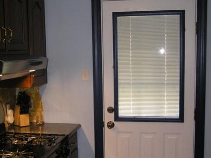 现代风格厨房推拉门装修效果图