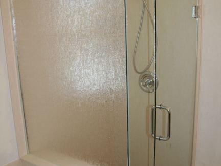 家居卫生间无框玻璃门图片