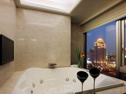 现代高级公寓室内浴室浴缸设计案例