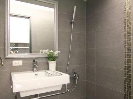 现代小公寓室内卫生间效果图