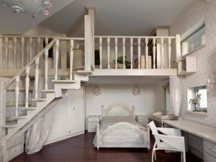 大户型阁楼楼梯装修效果图