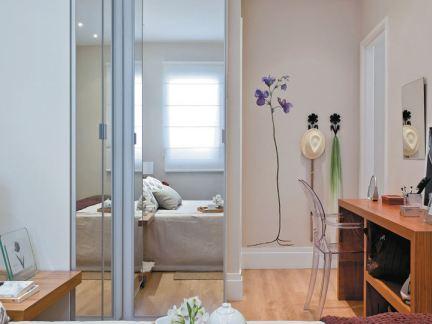 现代家居客厅与卧室隔断门效果图