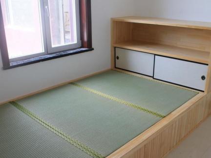 榻榻米地台卧室图片