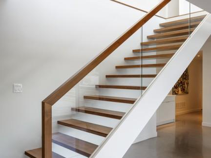 2017玻璃楼梯扶手图片 房天下装修效果图