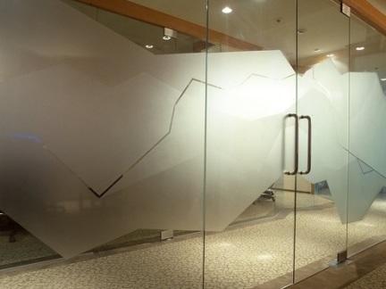 办公环境设计玻璃隔断效果图