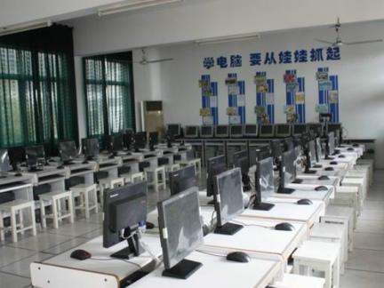 2015时尚学校电脑房