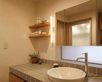 日式设计卫生间洗脸盆效果图