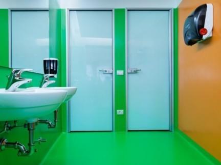 卫生间贴绿色瓷砖效果图