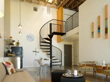复式楼室内铁艺楼梯图片