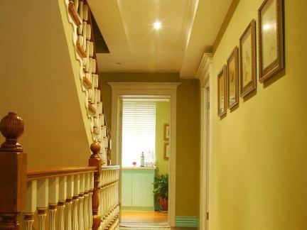 美式家装别墅楼梯间设计