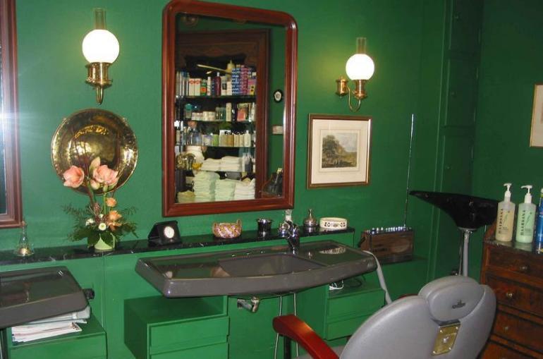 最新复古美发店室内装修效果图片图片