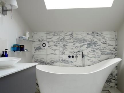 阁楼浴室亚克力浴缸