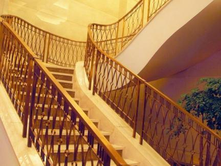 高档别墅楼梯设计扶手图片