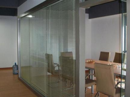 会议室磨砂玻璃隔断图片