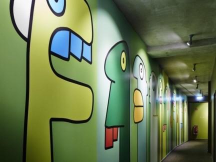过道绿色创意手绘墙