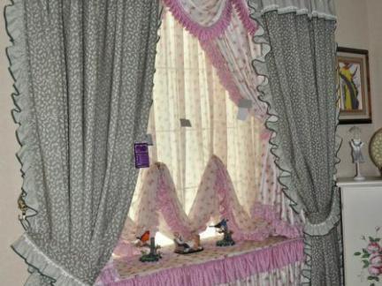 最新女生卧室飘窗窗帘效果图