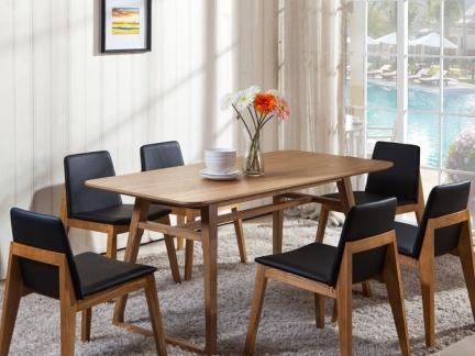 北欧风格家用实木餐桌图片