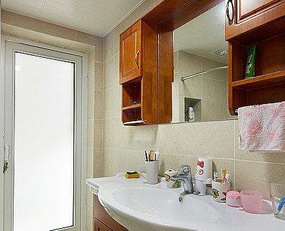 中式田园风格浴室磨砂玻璃门效果图