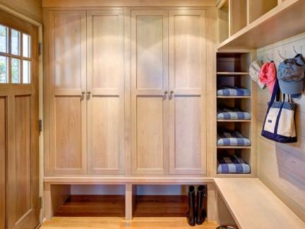 玄关原木鞋柜设计