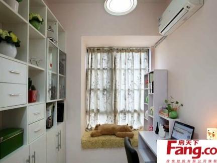 2013韩式普通家庭卧室宜家飘窗样板房家居图片
