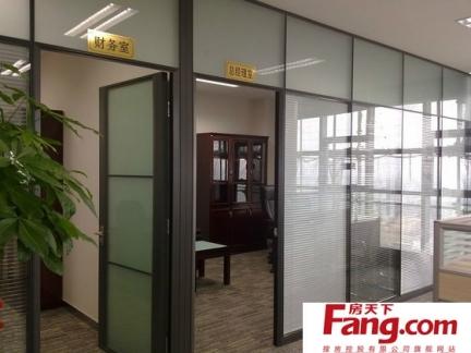 简单办公室玻璃隔断图片欣赏