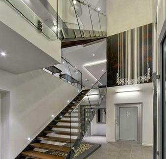 别墅客厅玻璃扶手楼梯装修效果图-别墅楼梯装修效果图欣赏