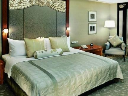 2013年最新卧室床的摆放图片欣赏