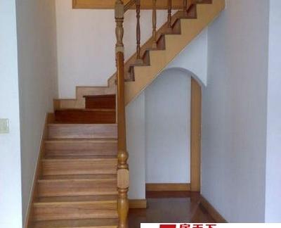 阁楼木制楼梯装饰装修效果图
