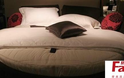 2013年最新的卧室床的摆放图片