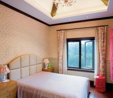 田园风格的卧室吊顶图片